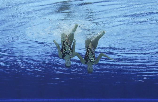 Le inglesi Olivia Federici e Jenna Randall sempre nella prima giornata delle gare di nuoto sincronizzato (Reuters/Dalder)