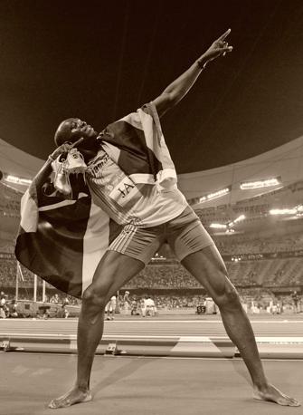 Michael Bolt in posa dopo il trionfo nei 200:  il velocista giamaicano diventa il re dei Giochi con le sue imprese nello sprint. Frantuma tre record mondiali (100, 200, staffetta) e conquista altrettante medaglie d'oro (Ansa)