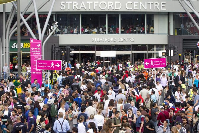 Stadio riempito all'inverosimile, guardate la folla in attesa (Reuters)
