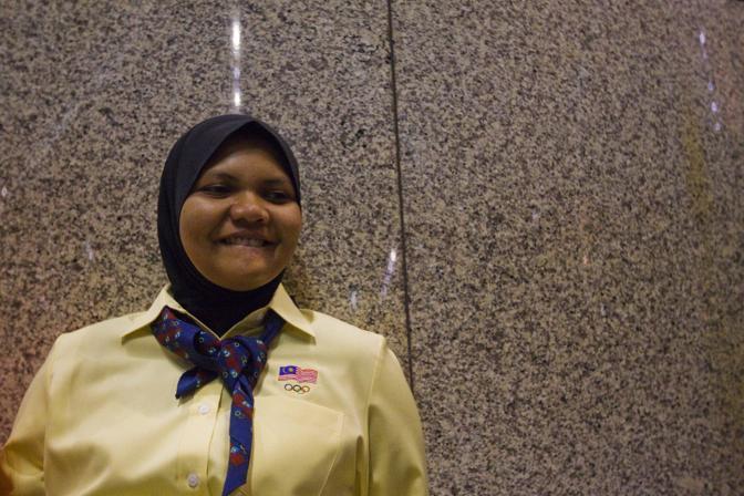Sorridente all'aeroporto di Kuala Lumpur prima di partire per Londra (Epa/Yusni)