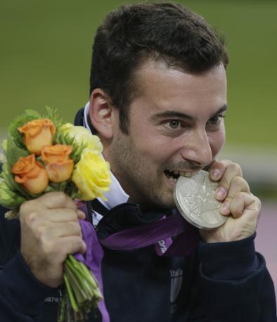 Il toscano Luca Tesconi è il primo medagliato azzurro: argento nella pistola ad aria compressa da dieci metri (Ap)