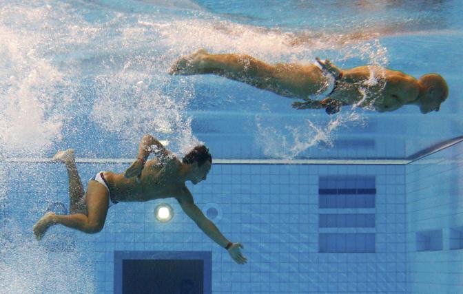 In vasca con il collega nel sincro Peter Waterfield (Reuters/David Gray)