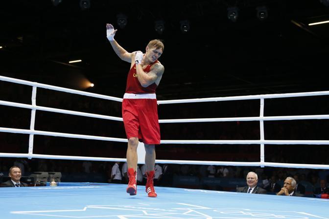 Al termine dell'incontro vinto contro Clemente Russo, l'ucraino Oleksandr Usyk si � lanciato in un insolito balletto sul ring, una danza della vittoria, a dir poco originale (Afp)