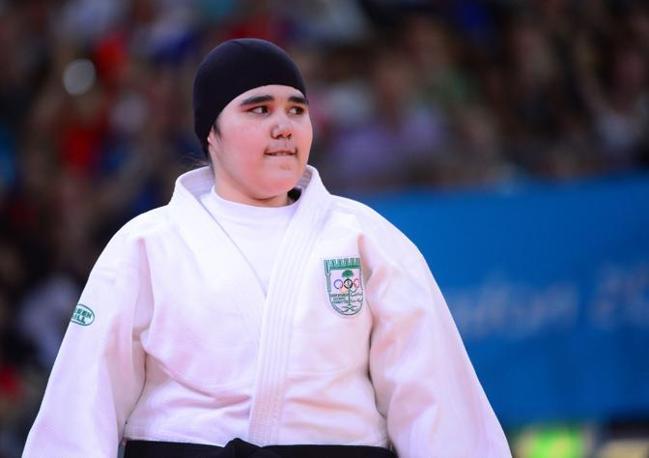 Eccola in versione judoka (categoria 78 kg). Il padre aveva minacciato di ritirare la figlia sedicenne se non le avessero consentito di gareggiare col capo coperto (Afp/Dunand)