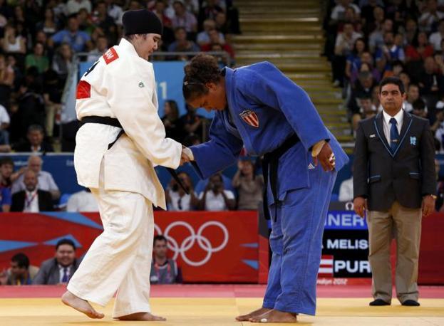 La stretta di mano finale (Reuters/Kyung-Hoon)
