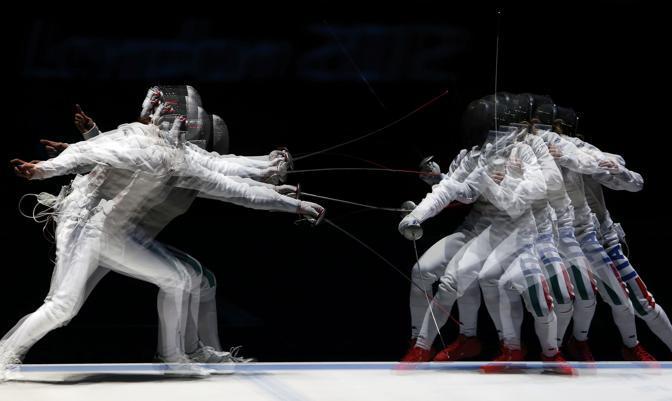 Un momento del match tra Errigo e Vezzali (Reuters)