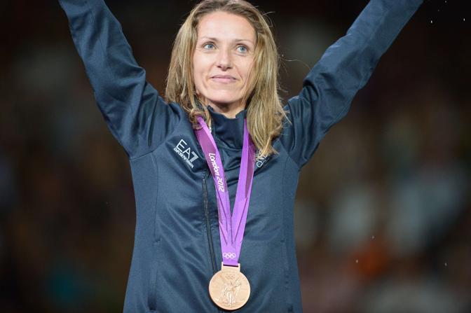 Valentina Vezzali con la medaglia di bronzo (Afp)