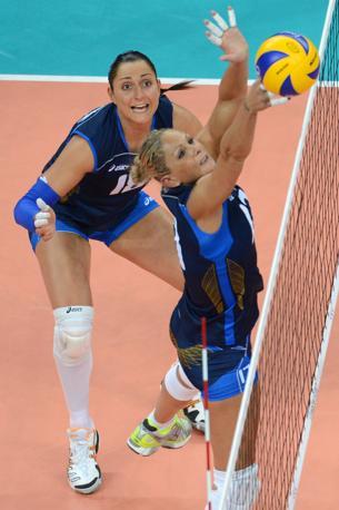 Nel primo set l'Italia � arrivata a condurre 22-16, poi � stata rimontata, ma ha chiuso 25-22 con un muro di Costagrande (Afp/Kudryavtsev)