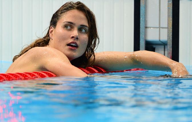 La nuotatrice ungherese  Zsuzsanna Jakabos si è  distinta a Londra per la sua avvenenza: si è presentata in acqua con il rossetto e le unghie colorate (Afp/Bureau)