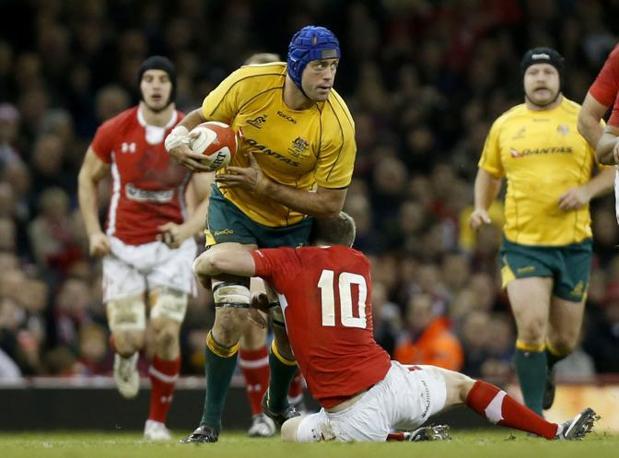 L'Australia vince a Cardiff 14-12. Nalla foto, il capitano Nathan Sharpe che ha festeggiato al Millennium Stadium l'ultima partita internazionale (Ap)