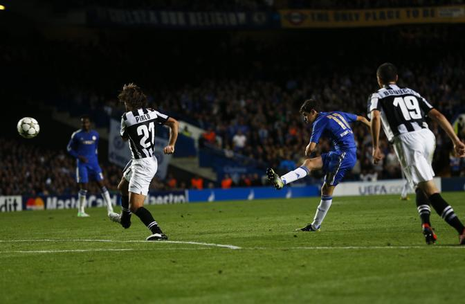 A Londra la Juventus, dopo due anni, riassaggia la Champions League. L'avversario è il Chelsea campione uscente, che si porta subito in vantaggio con doppietta di Oscar (Reuters/Keogh)