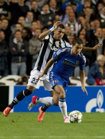 I bianconeri tengono però vive le speranze grazie a una rete di Vidal: Chelsea-Juventus 2-1 (Ap/Hevezi)