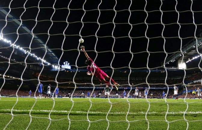 Buffon battuto da una conclusione di Tello (Reuters/Keogh)