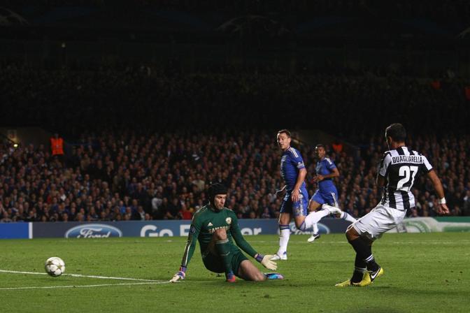 All'81' sale in cattedra Quagliarella, che prima riporta Juventus in parità, 2-2, poi colpisce anche una traversa che varrebbe il colpaccio allo Stamford Bridge per i bianconeri (LaPresse/Moscrop)