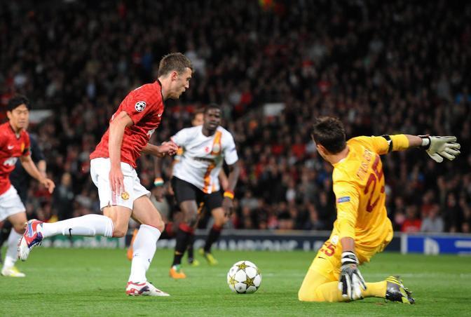 Michael Carrick regala al Manchester United l'1-0 contro il Galatasaray (Epa/Powell)