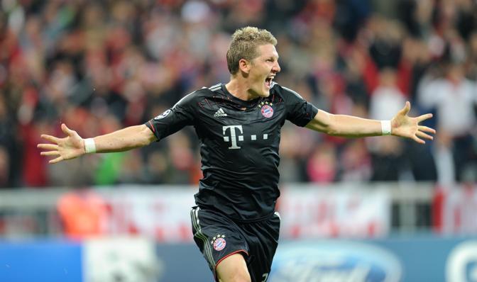 Bastian Schweinsteiger festeggia il suo gol contro il Valencia. Al raddoppio di Kroos risponderà, ma solo a tempo scaduto, Valdez Bayern Monaco-Valencia 2-1  (Afp/Hase)