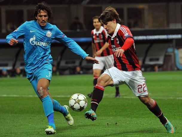 Bojan Krkic in azione contro Bruno Alves (Ansa/Dal Zennaro)