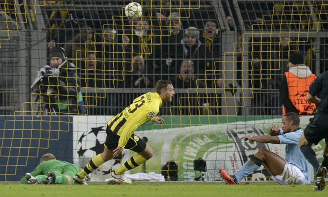 Borussia Dortmund-Manchester City 1-0. Un gol di Schieber nella ripresa regala la vittoria ai tedeschi e, soprattutto, lascia senza vittorie nel gruppo D e senza Europa la squadra di Mancini (Ap/Meissner)