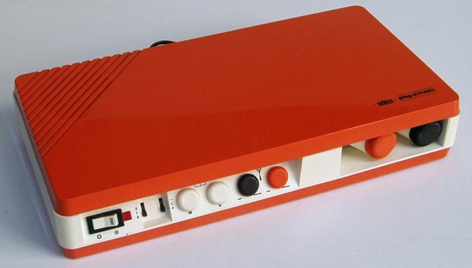 La Ping-O-Tronic è stata la prima console italiana. Prodotta dalla Zanussi nel 1974 con marchio Sèleco, tra i giochi aveva anche Pong