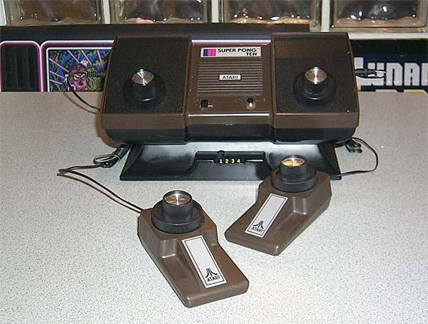 L'Atari Super Pong Ten del 1976 è la versione per quattro giocatori