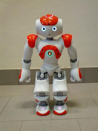 NAO (58 cm) prodotto dalla francese Aldebaran utilizzato dallo IAS-Lab in collaborazione con Telecom Italia per ricerche nell'ambito della robotica di servizio. In particolare l'interazione con suoni umani
