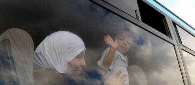 Una donna migrante in partenza da Lampedusa (Afp/Pizzoli)