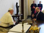 Dopo la comunità ebraica il Papa ha incontrato il presidente del Parlamento Europeo, Martin Schultz (Afp)
