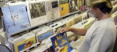 Un negozio con ampia scelta di dischi in vinile (Ap)