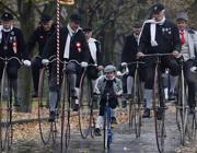 Il 20mo raduno di bicicli storici al parco Letna a Praga il 2 novembre (Epa)