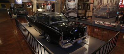 La Lincoln Continental scoperta in cui fu ucciso Kennedy ora è in mostra al museo Henry Ford di Dearbron (Michigan) (Reuters/Lott)