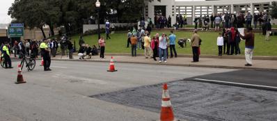 I lavori stradali sul luogo dell'omicidio di Kennedy (Reuters/Bourg)