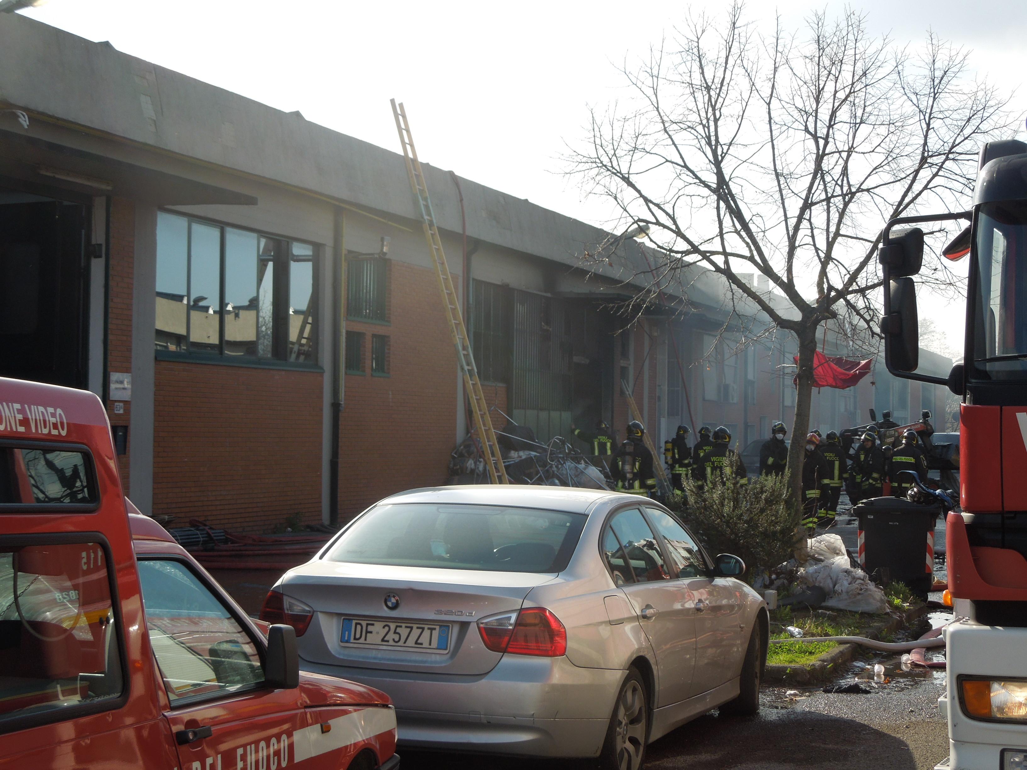 Prato, rogo nella fabbrica dei cinesi
