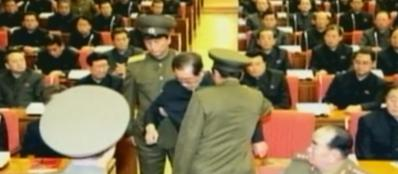Jang Song-Thaek, «tutore» del leader Kim Jong-un, cacciato in diretta tv e portato via dalle guardie