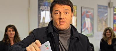 Matteo Renzi al seggio: � lui il nuovo segretario del Pd