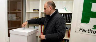 Enrico Letta ha votato nel circolo di Testaccio (Epa)