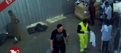 Le immagini trasmesse dal Tg2 che mostrano il maltrattamento dentro il centro di Lampedusa (Ansa)
