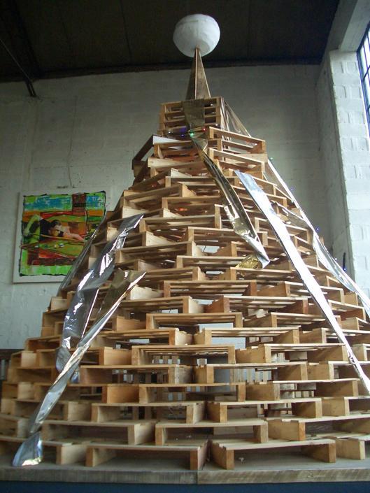 Natale: alberi in legno riciclato