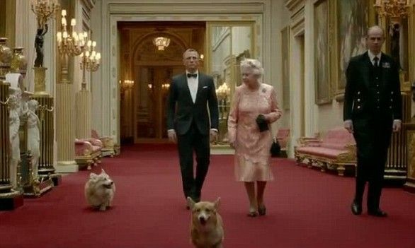 Tutti i cani della famiglia reale inglese - Buckingham palace interno ...
