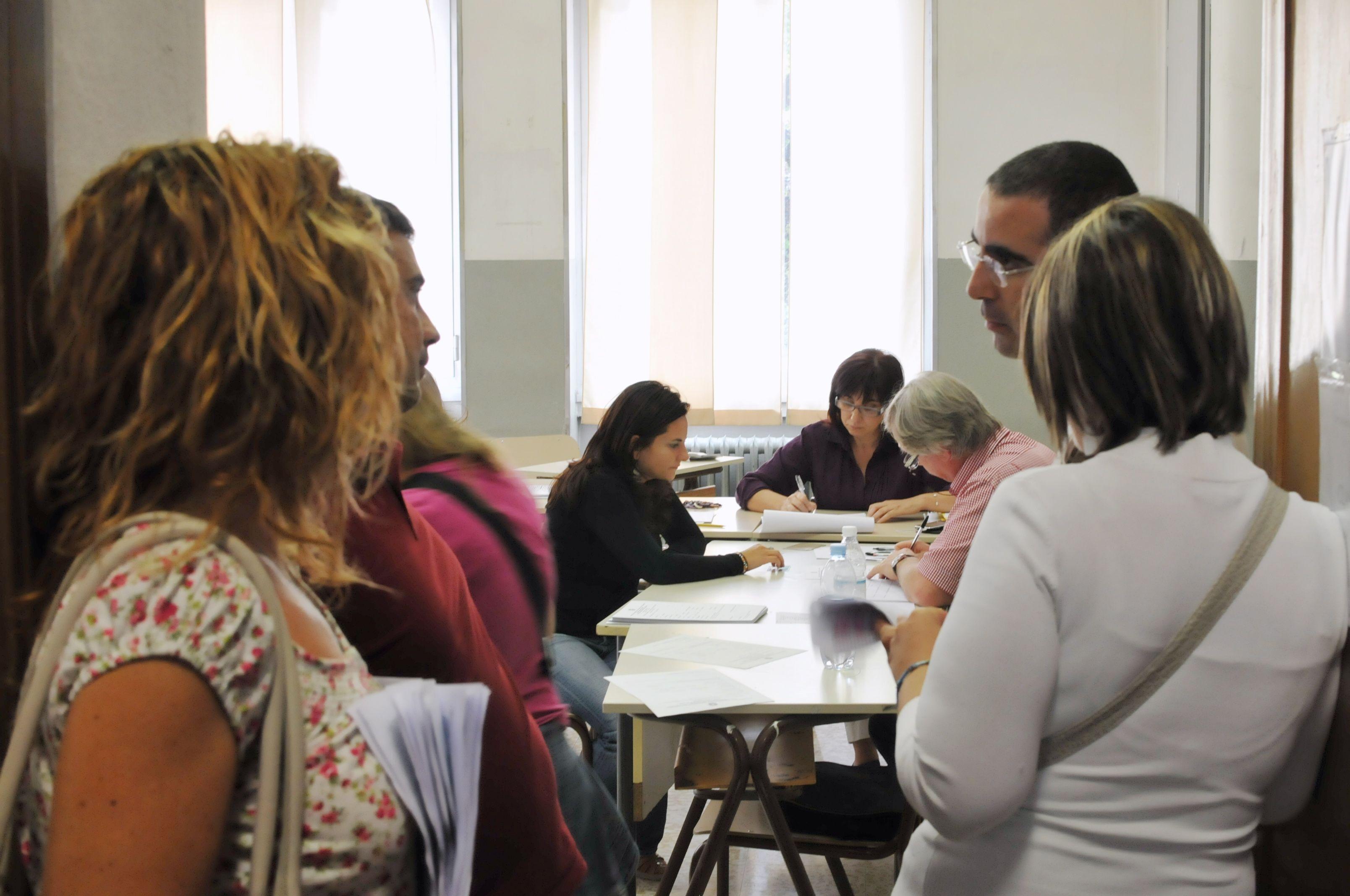 Insegnanti in coda per le nomine (Fotogramma)