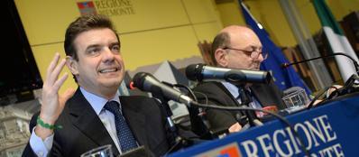 A sinistra l'attuale presidente della regione PIemonte Roberto Cota (Ansa)