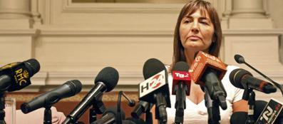 Renata Polverini, ex governatrice della Regione Lazio, annuncia nel 2012 le sue dimissioni dopo gli scandali (Ansa)