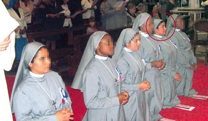 Suor Roxana Rodriguez (nel tondo) il giorno della solenne celebrazione con cui era entrata a far parte della Congregazione delle Piccole discepole di Gesù assieme ad altre cinque consorelle il 26 settembre del 2012