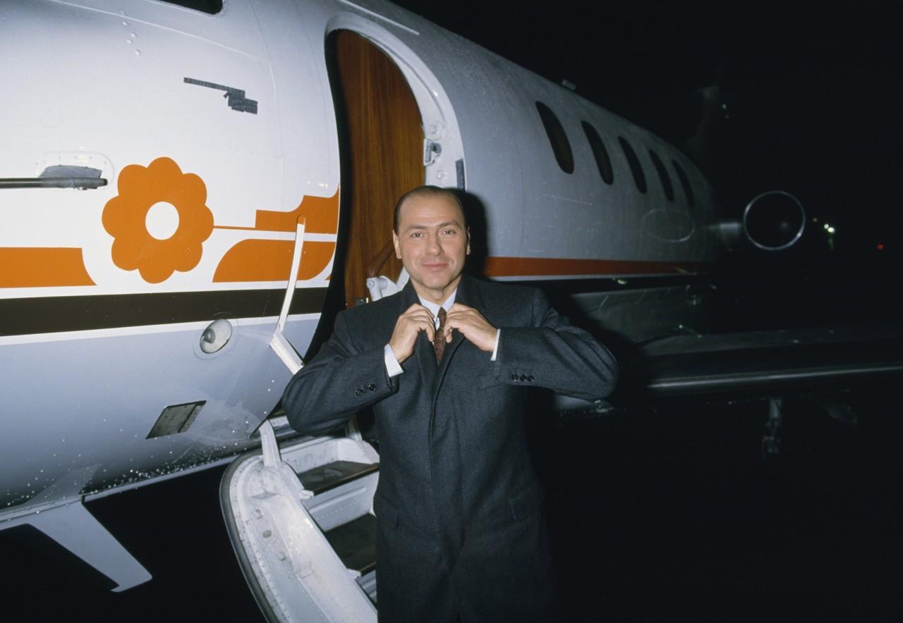 Aereo Privato Silvio Berlusconi : Silvio berlusconi compie anni il ventennio e oltre