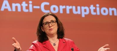 Cecilia Malmstrom, la commissaria Ue agli Affari Interni, durante la presentazione del rapporto sulla corruzione (Epa)