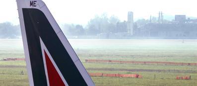 Aereo Alitalia a Linate (Imagoeconomica)