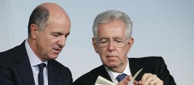 Corrado Passera e Mario Monti in una foto d'archivio (ansa)