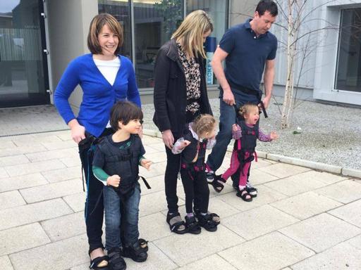 Ecco «Upsee», l'imbragatura per far camminare i bambini disabili