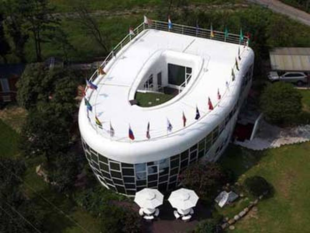 Case da pazzi ecco le pi strane al mondo dalle forme for Foto di case strane