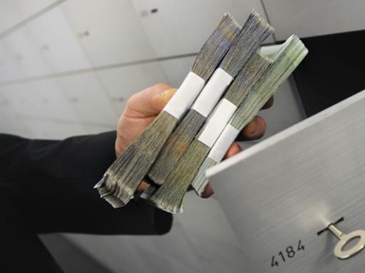 testamenti, revolver e lingotti i segreti (in banca) degli italiani