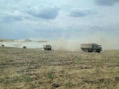 Mezzi militari senza insegne puntano sul territorio ucraino